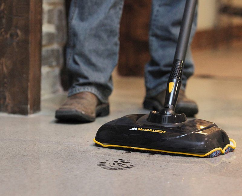 McCulloch MC1270 Portable Power Steam Cleaner In-Use Mop